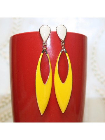 https://static5.cilory.com/10920-thickbox_default/designer-fashion-earring.jpg