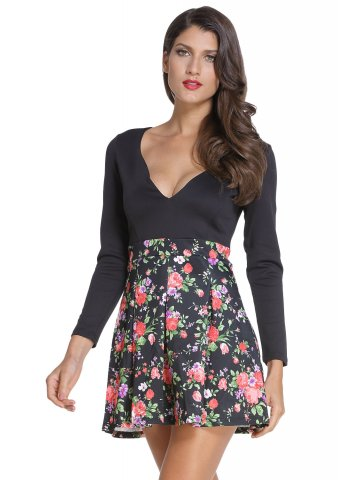 https://static7.cilory.com/197400-thickbox_default/black-sweet-plunging-neck-floral-skater-dress.jpg