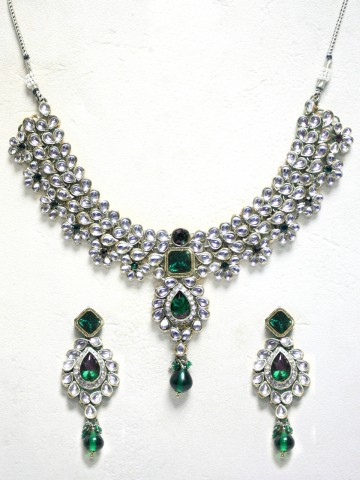 https://static5.cilory.com/43963-thickbox_default/ethnic-kundan-work-necklace-set-carved-with-stone-and-beads.jpg